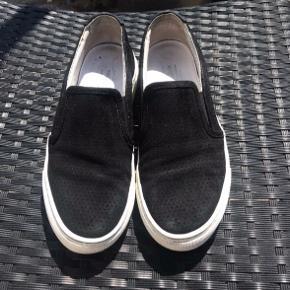 Fine sneakers fra billi bi. Skriv for flere billeder :) det er en størrelse 38,5