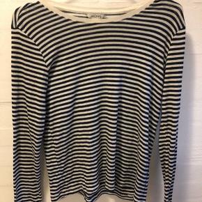 Sort/hvid Stribet trøje fra monki i en størrelse XS.
