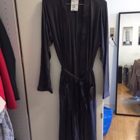 Helt ny lang morgenkåbe /kimono str xs.  Sælges for 60kr plus porto
