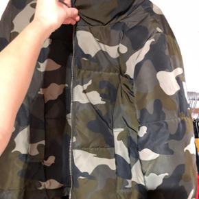 sælger denne mega fede bomber jacket fra h&m i en str s