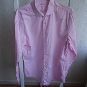 Tiger Of Sweden Farrell 5 shirt i 100% cotton. Slim fit. Shirt size 44 (17 1/2)
