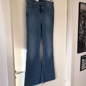 """Str 29/31. Lee Jeans model """"brese flare"""" Aldrig brugt, kun prøvet på, stadig med prismærke.  Nypris 679kr Bytter ikke Sender med dao og handler via TS."""
