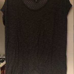T-shirten er max brugt et par gange. Den blev hurtigt for stor til mig