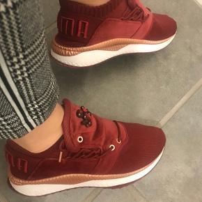 Festlige sneakers med rhinsten på flappen Købt i usa nypris 219$