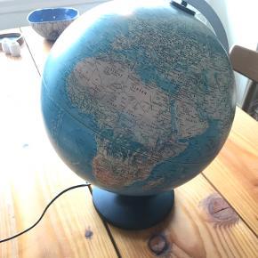 Globus sælges. Virker fint med og uden lys