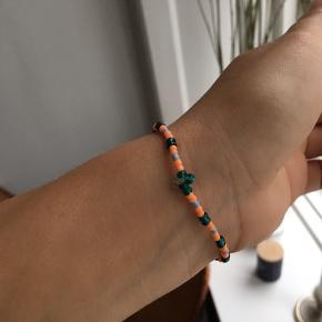 Perlearmbånd med elastisk 💛