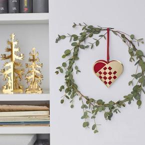 Hans Christian Andersen by Nordahl Andersen. Forgyldt julehjerte baseret på H.C. Andersens papirklip som han klippede i fri hånd og var meget kendt for.  Hjertet er str. stor  (10 cm)  Bemærk !  Det er 1 stk. der er til salg.