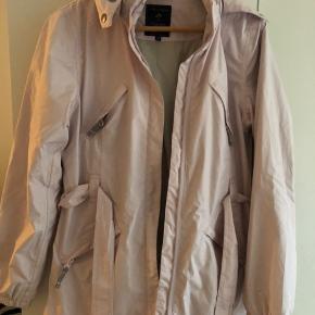 Sælges billigt.  Fin jakke