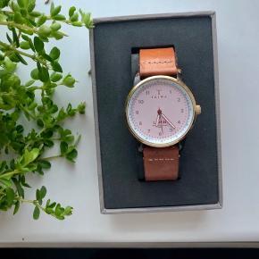 Dame ur med brun rem 🤩 nypris 1.400kr