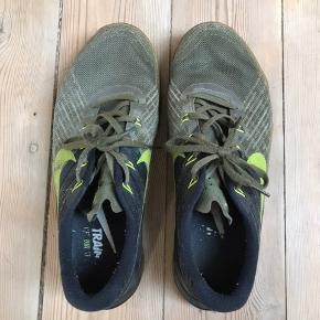 Nike metcon 3  Virkelig gode træningssko  Cond 7,5/10 da de er i fin stand men brugt.  Størrelse 42,5  Mp 200kr.  Skriv PB hvis du er intra eller har spørgsmål