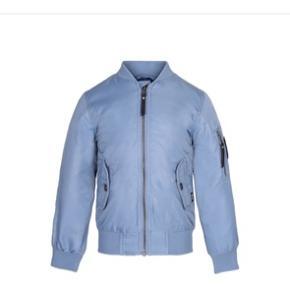 Fede og helt nye jakker fra Molo 😀 Jeg har flere størrelser og farver - fælles for jakkerne er at de sælges for kun 150,- pp 😃