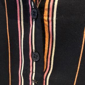 Flot skjorte str l passer m/l