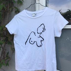 Hvid t-shirt fra monki med flot broderi.