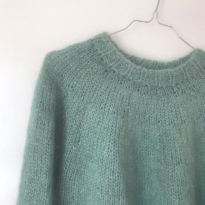Hjemmelavet sweater sælges. Str. S. 3/4 ærmer. Strikket i mohair.