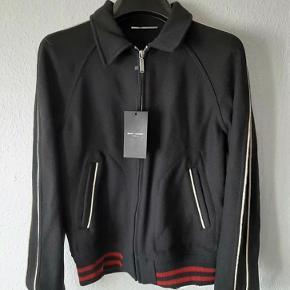 Sælger denne jakke, eftersom den er for lille. Byd eller spørg