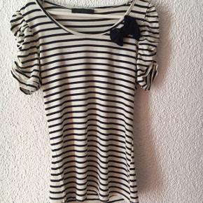 T-shirt style marin taille M (près du corps) !