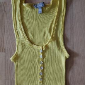 Dejlig Top - God stand.  Materiale: Silke + Bomuld   Størrelse : L/XL  - lidt lille i størrelsen.   Nypris: 400, - Sælges for 95,- (+ porto)