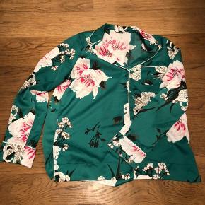 Fin skjorte fra envii i str. s, brugt få gange.