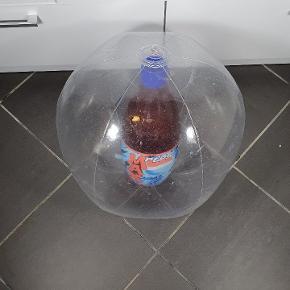 Helt nye store badebolde med en oppustelige Pepsi Max flaske i midten. Har ca. 100 stk. Prisen er pr. Stk. Skriv endelig ved spørgsmål 😃