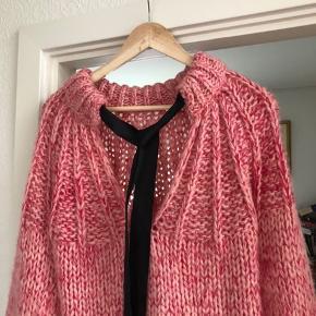 Smukkeste sweater fra ganni sælges. Str s - brugt få gange.