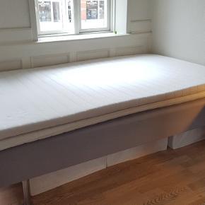 IKEA Sultan boxmadras med ben sælges. B: 120 L:200 To topmadrasser medfølger. Behagelig seng i god stand