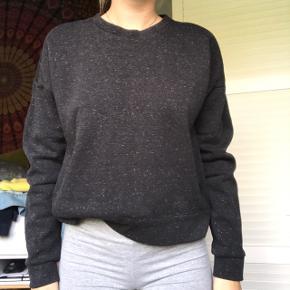 Super fed gråmeleret sweater / sweatshirt fra Adidas God til sport - brugt meget få gange BYD :))