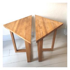 To smarte trekantede egetræs borde, der kan bruges samlet eller nemt flyttes hver for sig. Sælges samlet 325kr 🔽🔼⏹#sofabord #indretning #laboremusviborg #genbrug #egetræsmøbler #bedsteslopper #kaffebord #sengebord