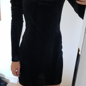 Rigtig fin velour kjole fra H&M i str. S