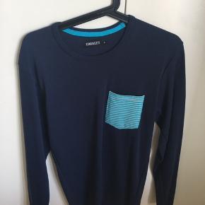 Blå bluse i str S fra Corrupt, brugt men fejler intet. Kan afhentes/sendes. Byd gerne :)