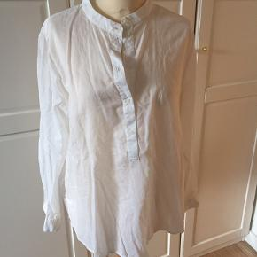 Klassisk hvid skjorte med Kina krave