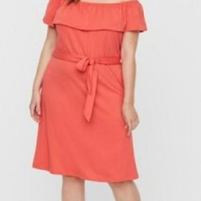 Flot ny kjole fra vero moda curve.  Der står 20-22 i den, men vil mere sige det passer str 46/48. Flot farve til brun hud.