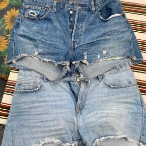 Det ene par er only og det andet er Levi's. Sælges både samlet eller hver for sig.  Sælger mine levi's shorts, hvis rette bud opstår - 350kr, byd gerne  Only shorts - 100kr