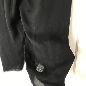 """Seje """"dress shorts"""" fra Rick Owens. 100 % silke. Knappelukning.  Forsendels via DAO på købers regning/ mødes og handle i indre by/Frb.  Mp 500 kr Nypris 3400 kr"""