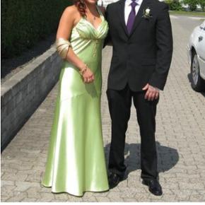 Grøn galla kjole sælges. Mp.500,-