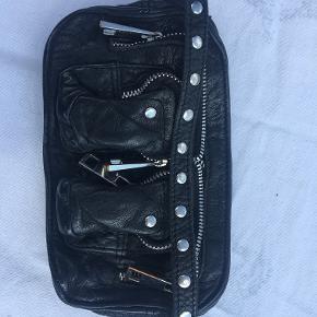 Helena Mini Washed/Black washed  H10cm x L18cm x V4cm (plads til IPhone) Ny pris: 700 kr.