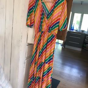 Helt ny kjole fra franske An'ge minder om Stine Goya - for lille til mig - aldrig brugt kun pillet mærker af og vasket en gang
