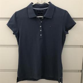 Varetype: Polo T-shirt Farve: foto  Brugt en gang. 100% som ny. Slim Fit. Pris 150+porto Bytter ikke
