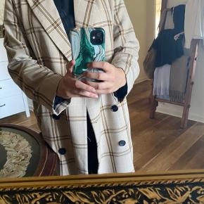 Tynd frakke fra Monki, købt på Asos sidste år