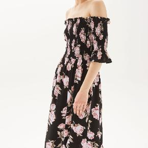 One of my favorite dresses by topshop in the size EUR 40, UK 12. But it also fits a size 38 nicely. I bought the dress when I was a size 38.   It's  too big on me now.  The model is the Floral Shirred Bardot dress.  It's so feminine and so comfortable.  It's universally flattering and you can wear this with heels, sandals even tennis shoes.  It's one of my favorite dresses.
