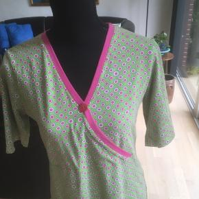 Super fin kjole fra Charles Materialet er bomuld og lycra