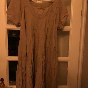 Super flot kjole. Brugt få gange. Som ny.