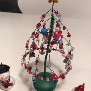 Sælger ud af mit Medusa julepynt - et stk juletræ, 10 snemænd til ophæng, 6 mindre snemænd til ophæng + 8 grise.  Sælges samlet til 450 kr - kan sendes på købers regning :-)