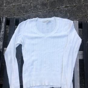 🛍TOMMY HILFIGER SWEATER🛍  Størrelse M  Er lettere nedskåret ved brystet Prisen er til forhandling💕 Alt forsendelse betales af køber!