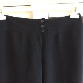 Lækre bukser fra Elnett. Mærket findes ikke på TS så jeg har fundet der ligner!