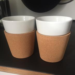 Porcelænskopper fra Bodum i hvid med aftagelig kork. Aldrig brugt. Plads til ca 200ml.Kan sende med DAO, køber betaler fragt.