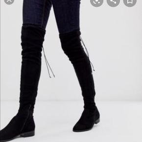 Sælger mine ruskinds støvler fra Aldo, brugt Maks 5 gange. Super fin stand. De går lige over knæet og kan bindes.  Byd!!!!