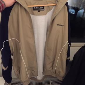 Retro bomber jacket Den er Self brugt i og med den er vintage, men i god stand Fitter en Str. M ca  Købt for 250 i tidernes morgen