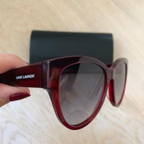Solbriller brugt få gange, kan ikke finde min bon, men solbrillerne er ægte købt i Saint Laurent butik i Milano.