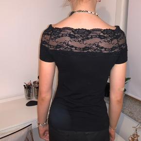 Fin blonde off - shoulder top fra HM