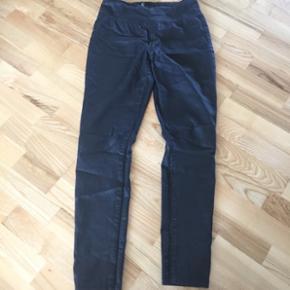 Højtaljede bukser fra Pieces med lynlås bagi str M/L. 100 kr pr par incl porto med dao